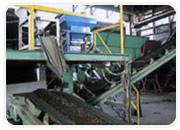 バーク堆肥の製造 フィーダーによる配合原料の添加